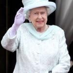 queen elizabeth waving 2